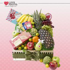 #CaribePremium O baú é repleto de bananas, uvas, maçã, mexerica, pinha, cinco sachês de chá com sabores variados e um delicioso bolo Gold Nozes, que compõem esse lindo presente!  Ganhar flores é maravilhoso. Ganhar LOVEFRUITS é maravilhoso e delicioso! SURPREENDA! http://www.lovefruits.com.br/
