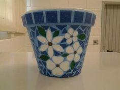 Vaso em cerâmica com aplicação de mosaico em pastilhas de vidro