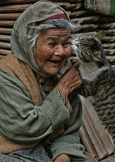 Even old people have the rights to love there animals this is love ❤️ someone that cares about there pet just like a family together and forever always there for each other. Crazy Cat Lady, Crazy Cats, I Love Cats, Cute Cats, Animals And Pets, Cute Animals, Animals Photos, Farm Animals, Animal Pictures