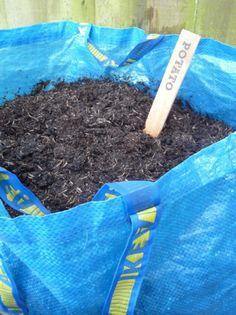 La méthode la plus simple utilise un sac cabas pour cultiver des pommes de terre sur un balcon