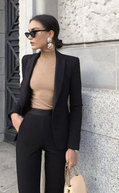 30 Classy Yet Trendy Outfits Ideas for Young Women Having an amazing fashion style would be the desire of almost all women. To look more attractive, many women try various styles. Blazer Outfits For Women, Outfits Casual, Business Casual Outfits, Professional Outfits, Mode Outfits, Classy Outfits, Fashion Outfits, Business Attire, Business Professional