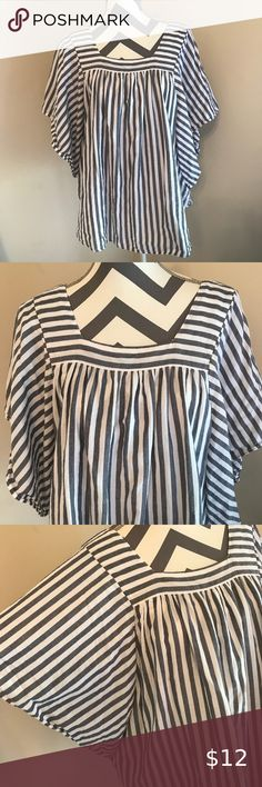 734d6ee0354 Women's Blue/White Striped Top Sz 16/18 Blue and white striped butterfly  sleeve