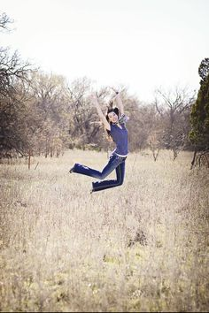 Senior picture ideas for girls. Jumping