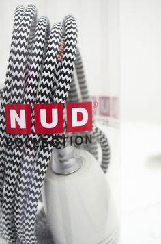 Ob an der Wand, auf dem Boden, auf Möbeln oder als Pendelleuchte an der Decke, diese Lampe der Firma NUD ist ein echtes Highlight. Nicht nur im ind...