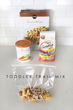 Kids snack ideas: Toddler trail mix (mix things that they like, like goldfish, raisins, etc. Baby Snacks, Lunch Snacks, Healthy Snacks, Healthy Popcorn, Snack Box, Healthy Kids, Lunch Box, Baby Food Recipes, Snack Recipes