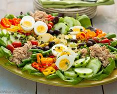 Nicoise Salad, A Classic Composed Salad {Salade Niçoise} - What A Girl Eats Salat Nicoise, Tabouleh Salat, Soup Recipes, Salad Recipes, Vegan Recipes, Cooking Recipes, Diet Recipes, Fudge Recipes, Pudding Recipes