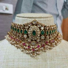 Indian Jewelry Earrings, Indian Jewelry Sets, Mom Jewelry, Bridal Jewelry Sets, Diamond Jewellery Indian, Indian Gold Jewellery Design, South Indian Jewellery, India Jewelry, Bridal Jewellery