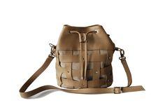101 capucino nisipiu Bradley Mountain, Bucket Bag, Backpacks, Bags, Fashion, Handbags, Moda, Fashion Styles, Backpack