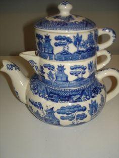 Blue Willow Stacked Teapot, Cream & Sugar Set
