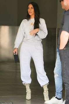 Kim Kardashian Lifestyle — June 6 - Kim finally spotted in LA filming KUWTK