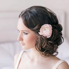You have settled on the dress, shoes and the jewelry. Now on to one of the most important wedding day beauty decision: how you will wear your hair. We have got 35 stunning wedding hairstyles for you to get inspired. Take a look! Wedding Hairstyle viaelstile