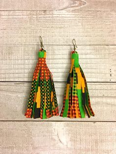 Embrace your Bohemian side with these colorful tassel earrings made with a beautiful African print fabric. This pair hang by antique copper earwires.Copper is a naturally antibacterial metal known to have healing propertiesNickel & Lead free Diy African Jewelry, African Accessories, African Earrings, Handmade Accessories, Fabric Earrings, Fabric Jewelry, Boho Earrings, Earrings Handmade, Diy Leather Working
