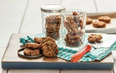 Banana-Oatmeal Snack Cookies // Everyone loves cookies in the car! #summer #snack #recipe