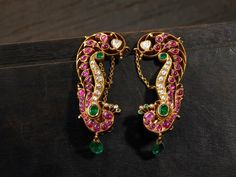 Be a beautiful, strong and empowered lady in the beautiful temple jewellery collection by Arnav. Admire the beauty and stunning display of gorgeous jewellery. Ruby Jewelry, Ear Jewelry, Bridal Jewelry, Traditional Earrings, Gold Earrings Designs, Temple Jewellery, Gold Jewellery, Indian Jewelry, Mughal Jewelry