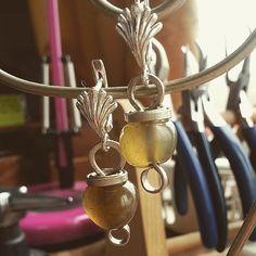 "These earring ""Apples""in my shop on Etsy #wirewrap #wirework #workshop #wrapped #jewerly #carnelian #earrings #WireGalaxy #feshion"