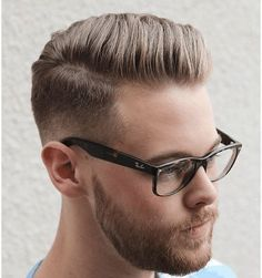 20 Pompadour hairstyles for men. List of 20 modern pompadour hairstyles to try this season. Best pompadour hairstyles and haircuts for men. Cowlick Hairstyles, Mens Hairstyles Pompadour, Mens Hairstyles Fade, Hairstyles Haircuts, Haircuts For Men, Tapered Hairstyles, Modern Haircuts, Medium Hairstyles, Wedding Hairstyles