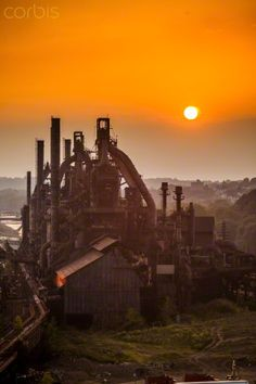 Silhouettes of the deserted and abandoned Bethlehem Steel Stacks at sunset. Bethlehem Steel, Abandoned Factory, Steel Mill, Jungle Gym, Industrial Architecture, Lehigh Valley, Industrial Revolution, Factories, Urban Decay