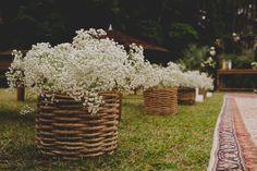 Casamento boho: cestinho de cipó com chuva de prata - Foto Thrall Photography