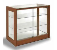 Vitrina expositora - Mostrador en madera con dos estantes en vidrio                                                                                                                                                                                 Más