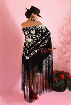 MANTON DE MANILA, MANILA, LOLAYLO, MANILA, MANTON, MANTÓN, MANTONES, CHAL, BUFANDA Velvet Dress Designs, Spanish Dress, Felt Pictures, Flamenco Dancers, Spanish Fashion, Deco Boheme, Mexican Dresses, Jolie Photo, Backless Wedding