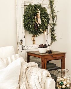 🌲🌲✨Giveaway ✨🌲🌲 Opening the box of the fresh greens the aroma filled the house. There's nothing quite like fresh evergreens for Christmas! Cottage Christmas, Christmas Wreaths, Christmas Decorations, Xmas, Christmas 2019, White Christmas, Merry Christmas, Farmhouse Style Decorating, Farmhouse Decor