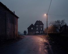l´ombre des jours ト Alain Cornu photographe black dark urban maison house Story Inspiration, Writing Inspiration, Dark Tales, Southern Gothic, Galerie D'art, Small Towns, Art Photography, Photography Magazine, Street Photography