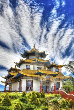 Templo Budista de Três Coroas - RS - Brasil                                                                                                                                                                                 Mais