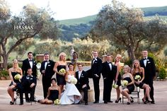 i love that some are standing and some are sitting. Large Group Posing, Group Poses, Wedding Poses, Wedding Portraits, Family Photos, Couple Photos, Posing Guide, Wedding Photography, Photography Ideas