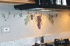 Kitchen - Grapes  http://www.kensmurals.com/Pics/decor%2520details%2520grapes%2520over%2520oven.jpg