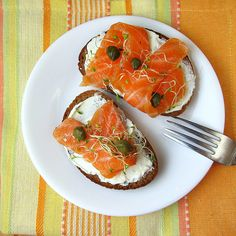 Follow this lox recipe to make homemade cured salmon to save money and avoid nitrite preservatives. Serve lox on a bagel with cream cheese for breakfast.