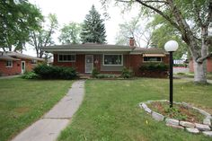 Just listed, Great Livonia Investment!!  $124,900 27457Buckingham http://www.gometrohomes.com/  #gometrohomes #livonia #moveinsummer