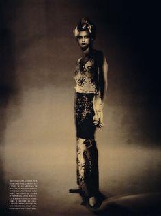 Trish Goff  Vogue Italia (December 1996)  ph. Paolo Roversi  voguespirit scan