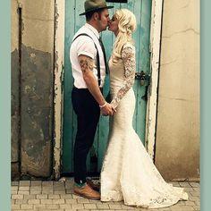 Mnr en Mev Bosch ❤ @leandiedurandt in een van haar #kobusrautenbachcouture trourokke Kan nie wag om die res te deel nie 👰 #couture #kobusrautenbachcouture #weddingdress #weddinggown #ivory #lace #cordedlace #pearlbutton #applique #fishtail #openback #lacesleeve #123boschmyself