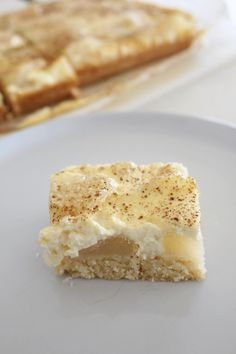 1 cup desiccated coconut 1 teaspoon vanilla extract 2 apples 1 egg 300ml sour cream Pear And Almond Cake, Almond Cakes, Apple Sour Cream Slice, Slice Recipe, Fresh Apples, Recipe Please, Recipe Search, Apple Slices, 1 Egg