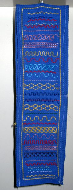 Wc-paperirullapussikko, mutta voi siinä muutakin säilyttää. www.kolumbus.fi/mm.salo Swedish Weaving, Crafts For Kids, Diy Crafts, Sewing For Kids, School Projects, Needlework, Textiles, Embroidery, Stitch