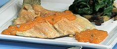 Trucha aromatizada con salsa de pimientos