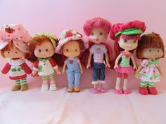 Strawberry Shortcake through the ages: American Greetings 1979 original flat hands THQ 1991 Bandai Playmates Hasbro The Bridge Direct Girl Toys, Toys For Girls, Vintage Strawberry Shortcake Dolls, American Greetings, Polly Pocket, Retro Toys, Custom Dolls, Vintage Dolls, Paper Dolls