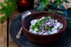 Perinteinen sienisalaatti on suomalaisen joulupöydän klassikko. Kokeile helppoa reseptiämme! Serving Bowls, Tableware, Dinnerware, Tablewares, Dishes, Place Settings, Mixing Bowls, Bowls