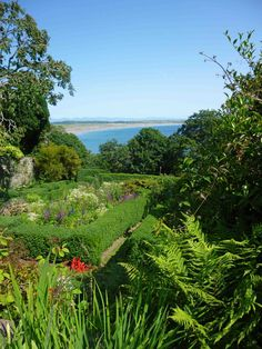 The view from the gardens at Plas-yn-Rhiw, on the southern Lleyn Peninsula, towards the coast at Porth Neigwl, or Hell's Mouth. Aberystwyth, Secret Gardens, Cymru, North Wales, How To Run Longer, Great Britain, Golf Courses, Scenery, Southern