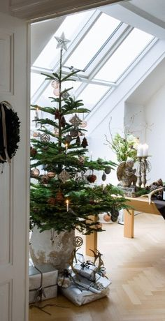 via Isn't that the most beautiful of Christmas images? I've been saving photos of neutral natural Christmas decorating in my Pinteres.