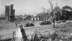 Am 22. März 1945 rollten US-Fahrzeuge durch die in Trümmern liegende Schloßstraße. (Fotos: Sammlung/Stadtarchiv)