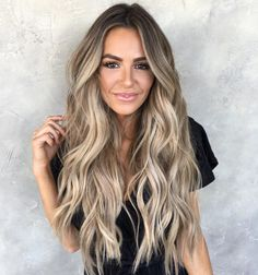 This beige bronde look is pure summer hair goals! This beige bronde look is pure summer hair goals! This beige bronde look is pure summer hair goals! Grey Balayage, Blonde Balayage Highlights, Hair Color Balayage, Bronde Balayage, Blonde Balayage Long Hair, Full Balayage, Blonde Hair Extensions, Strawberry Blonde With Highlights, Long Curly Blonde Hair