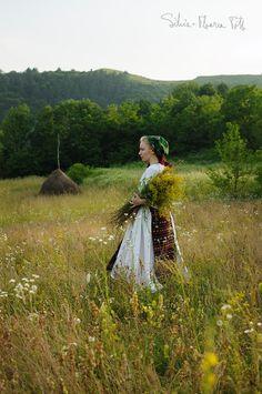 Farm Art, Good Wife, World Cultures, Traditional Outfits, First World, Countryside, Garden Sculpture, Art Photography, Folk
