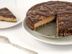 Low-carb, gluten-free, sugar-free chocolate cheesecake - crust made with almond flour and flax, sweetened with Stevia. Keto Chocolate Mousse, Low Carb Chocolate, Sugar Free Chocolate, Chocolate Muffins, Chocolate Cheesecake, Chocolate Recipes, Chocolate Cream, Low Carb Deserts, Low Carb Sweets