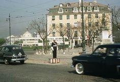 Cais do Sodré década de 1950 Old Pictures, Old Photos, Vintage Gas Pumps, Antique Photos, Capital City, Good Old, Back In The Day, Lisbon, 1960s