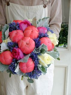 fleurs trémolo My fave coral peony Bouquet Bride, Wedding Bouquets, Floral Wedding, Wedding Flowers, Coral Peonies, Multi Colored Flowers, Peony Rose, Seasonal Flowers, Flower Fashion