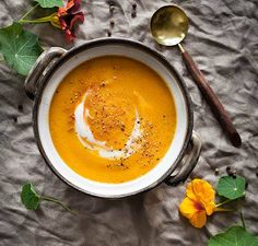 A rustic soup with creamy butternut pumpkin, fresh vegetables, and the warming flavour of cinnamon. Recetas Vitamix, Vitamix Recipes, Soup Recipes, Vitamix Blender, Pumpkin Recipes, Fun Cooking, Cooking Recipes, Clean Recipes, Healthy Recipes