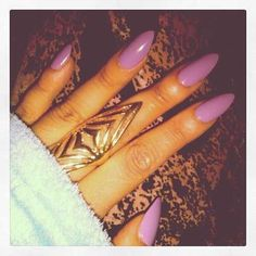 Image via We Heart It https://weheartit.com/entry/31632979/via/8516629 #gold #manicure #nails #purple #ring #sexy