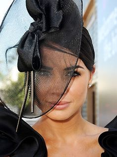 gorgeous headpiece at Spring Racing Carnival! Race Day Fashion, Races Fashion, Spring Racing Carnival, Fascinator Hats, Sinamay Hats, Fascinators, Race Wear, Derby Day, Princess Hairstyles