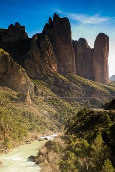 Mallos de Riglos y río Gállego. A three hour 'easy' walk round these  turned out to be up one side, down the other